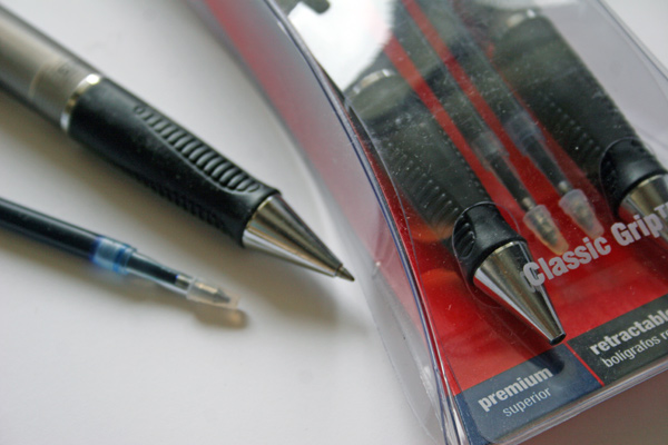 Staples egonimically friendly Classic Grip pens. I always keep a pile around my workstation and one in my car.